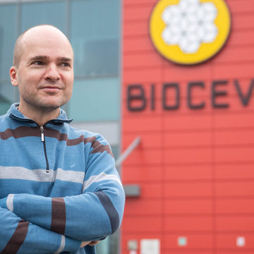 Fight against metastasis: Czech scientist Jan Brábek has received two awards for the fight against cancer