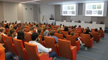 Lecture: Ciliary assembly and transport by CLEM and cryo-ET